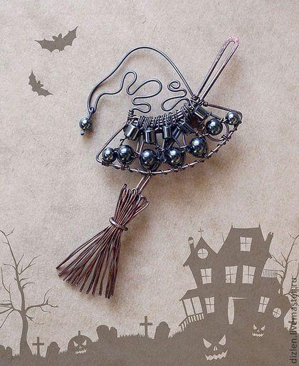Брошка шляпа и метла ведьмы ручной работы
