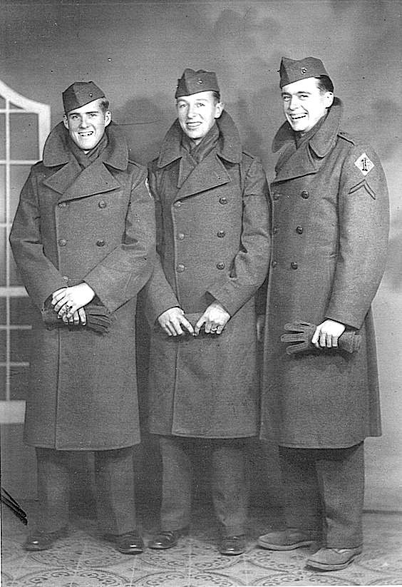 Eugene Sledge and fellow Marines.