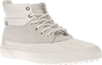 Vans White Sk8-hi Del Pato Mte Womens Trainers Keeping your feet warm and dry is an absolute must, so get your hands on the Vans Sk8-Hi Del Pato MTE. The white Scotchgard treated leather profile features warm flannel polka dot lining. A vulcanised http://www.comparestoreprices.co.uk//vans-white-sk8-hi-del-pato-mte-womens-trainers.asp