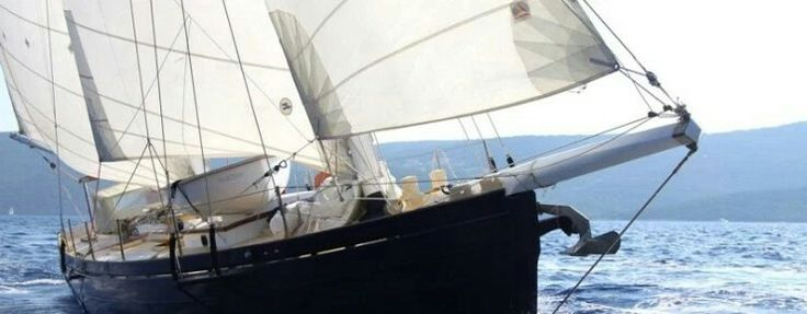 Boat and breakfast Dragut. Come and dream on board a classic schooner.