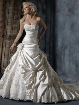 Elegant Touch Bridal and Tuxedo | full service Bridal and Tuxedo shop, Bridal Gowns, Bridesmaid, Tuxedos,Prom,Mother Of The Bride Gowns,Tuxedo shop,Baltimore county, Baltimore City, maryland - Sample Sale