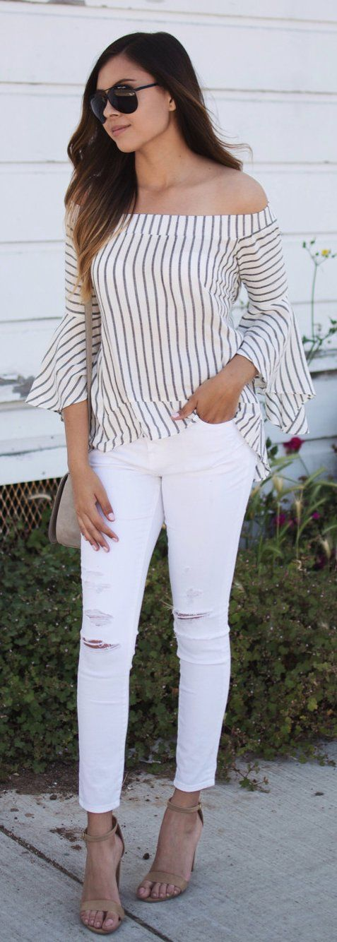 Ripped White Jeans Striped Blouse Fashion Details Street Style The Best Of Street Fashion In