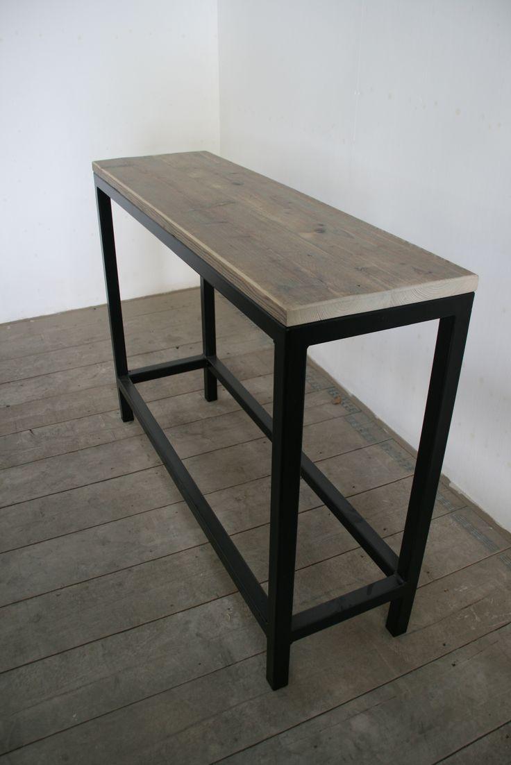 Mooi als muur- of als sitetable, deze steigerhouten tafel met ijzeren onderstel De sidetable van gebruikt steigerhout is leverbaar met of zonder plank onderin www.houtenzo.com