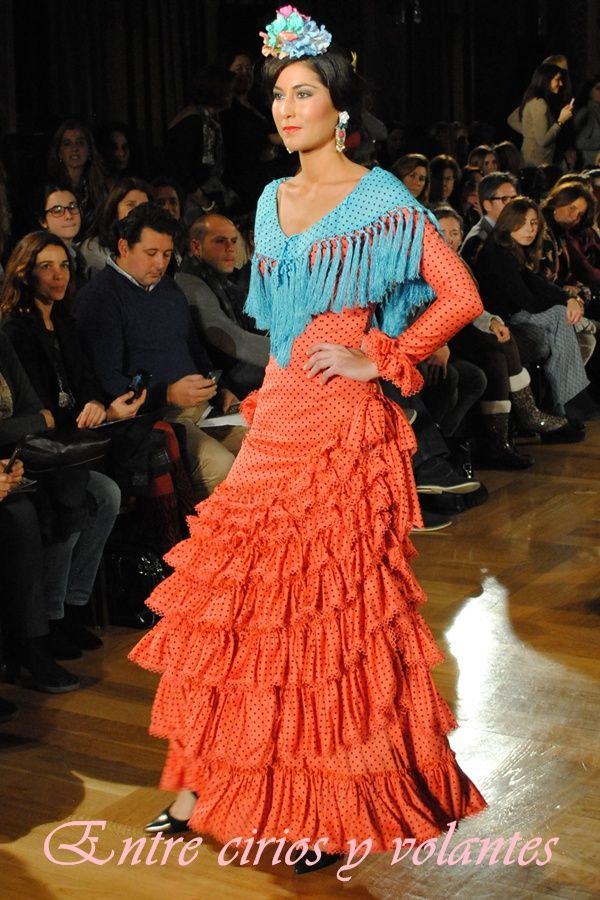 Combinando colores. #trajedeflamenca de #PolNúñez en punto de seda.