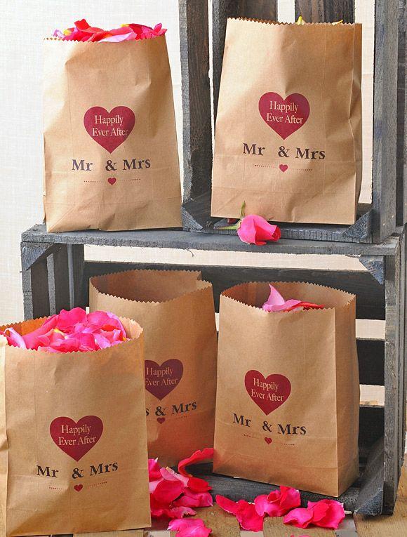 5 ideas muy sencillas para colocar los pétalos en vuestra boda:
