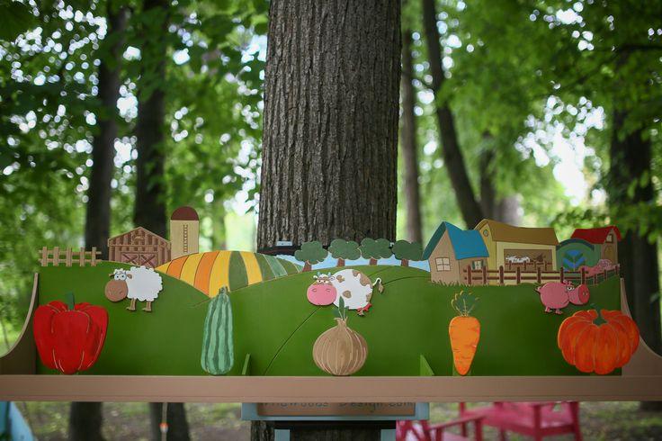 """Один из игровых элементов нашей игровой площадки, которую мы строили в прошлом году для семейного кафе """"АндерСон"""". Тема кафе - Дача! И мы постарались ее раскрыть. Игровая площадка включает множество самых разных активностей и игр на свежем воздухе. На этом фото - Игра Тир Овощная грядка! Мягким носочком нужно сбить овощ! Ира расписана в ручную! Безопасное и веселое летнее развлечение!"""