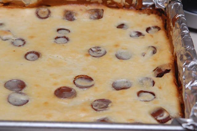 Rolo Cheesecake Bars With a Chocolate Glaze