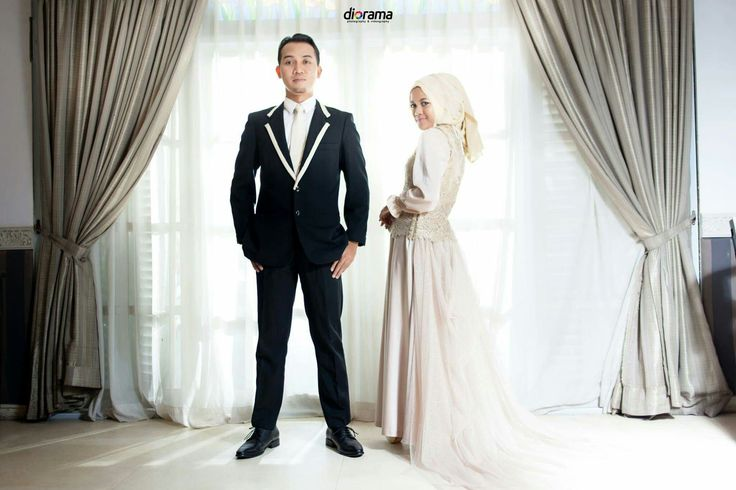 Prrwedding, Engagement, Modern, Hijab, Elegant, Indoor, Solo Indonesia by Diorama Fotografi