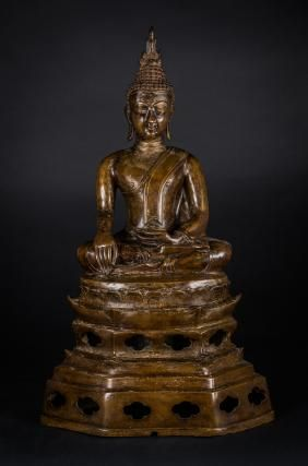 Arte Sud-Est Asiatico  A bronze sculpture of Buddha