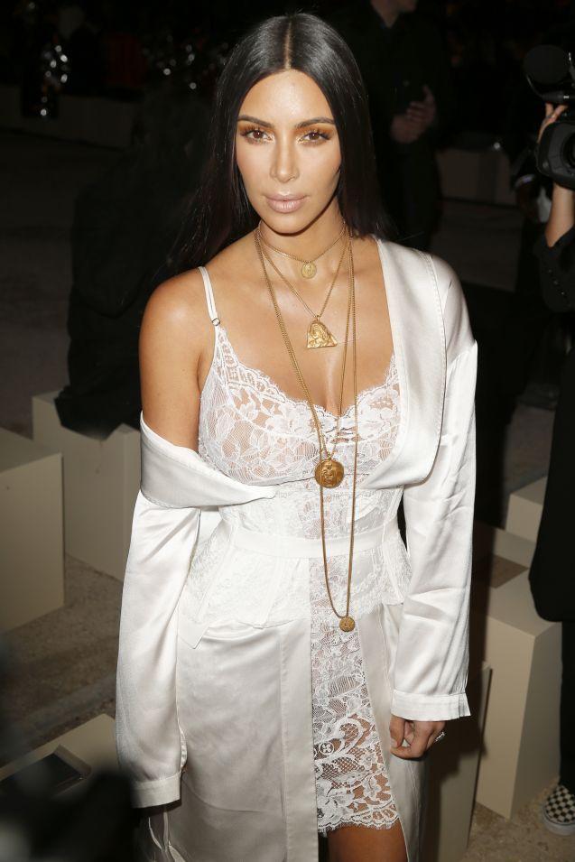 Kim Kardashian et ses vergétures, quand l'hyperfemme affiche ses failles