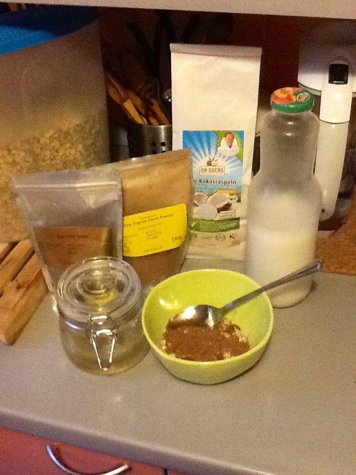 Sweet chia pudding: budinca raw