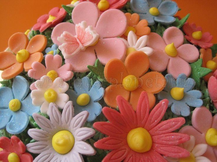 Torta vaso con fiori colorati 9