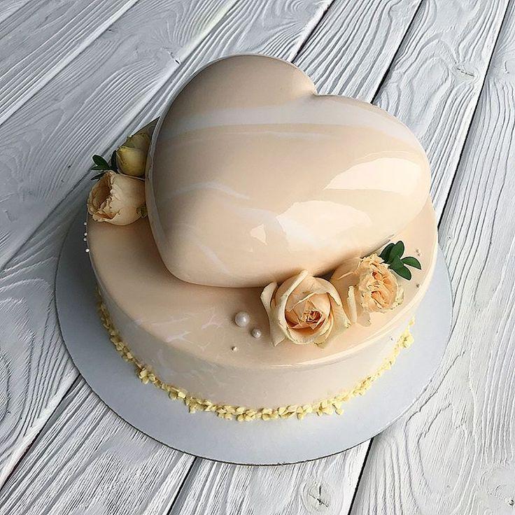 Мой первый муссовый торт в 2 Яруса, да ещё и свадебный Волновалась, но получила отличный отзыв, теперь не страшно☺️ Внутри ягодный пломбир и манго-маракуйя-молочный шоколад По всем вопросам просьба писать в директ, а ещё лучше в вотсап (номер в профиле) бОльшую часть комментариев под фото не успеваем отслеживать! #InstaSize #kasadelika #cake #cakes #cupcake #cupcakes #cook_good #chefs_battle #vsco #vscocam #vscofood #vscogood #vscorostov #vscorussia #food #follow #foodpic #follo...
