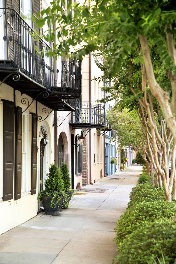 Come and admire candy-colored facades, wander through historic cobblestone streets, and revel in the romantic atmosphere of the beguiling, one-of-a-kind Charleston.