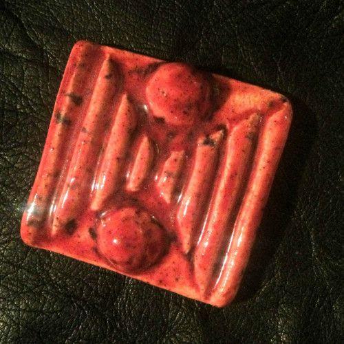 Keramická brož - červená