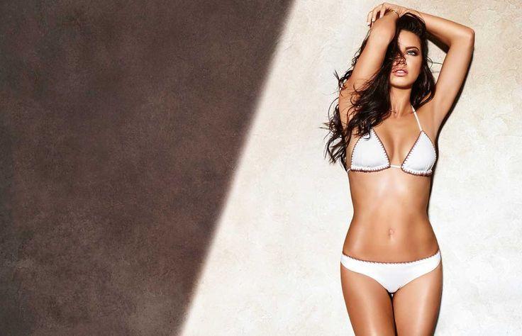 La top model brasileña Adriana Lima es la nueva imagen de la campaña S/S de la marca Calzedonia.