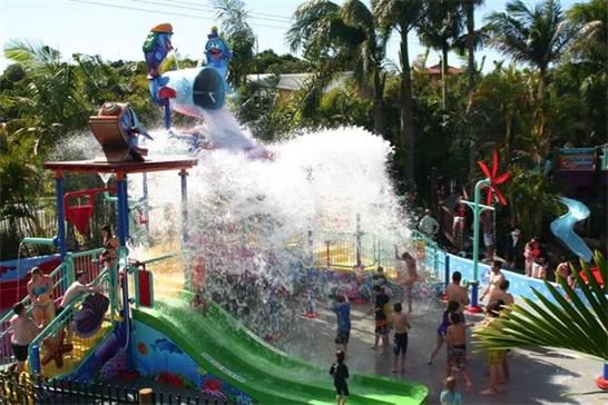 The bucket comes down on the kids at BIG4 North Star's #splashpark