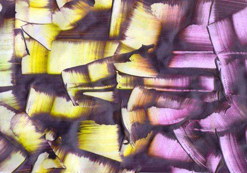 scraping purple off a magenta and yellow paper. Ein weiteres Beispiel für combing: mit einem Spachtel habe ich das Violett von einem gelben und pinken Papier wieder runtergekratzt.