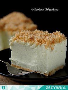 Zobacz zdjęcie Ciasto Śnieżny puch   Składniki: (na blaszkę 24x24 cm)   Spód: ok. 200 g herbatników   Śnieżny puch: 500 g twarogu sernikowego, zmielonego (może być z wiaderka) 3 łyżki cukru pudru 2 Śnieżki (bita śmietana w proszku) 1 szkl mleka 2 galaretki (u mnie agrestowe, mogą być również cytrynowe) 500 ml wrzącej wody   Kokosowa posypka: 6 łyżek wiórek kokosowych 1 duża łyżka masła 1 łyżka cukru     Przygotowanie:   Spód: Blaszkę o wymiarach 24x24 cm (lub mniejszą- wtedy ciasto będzie…