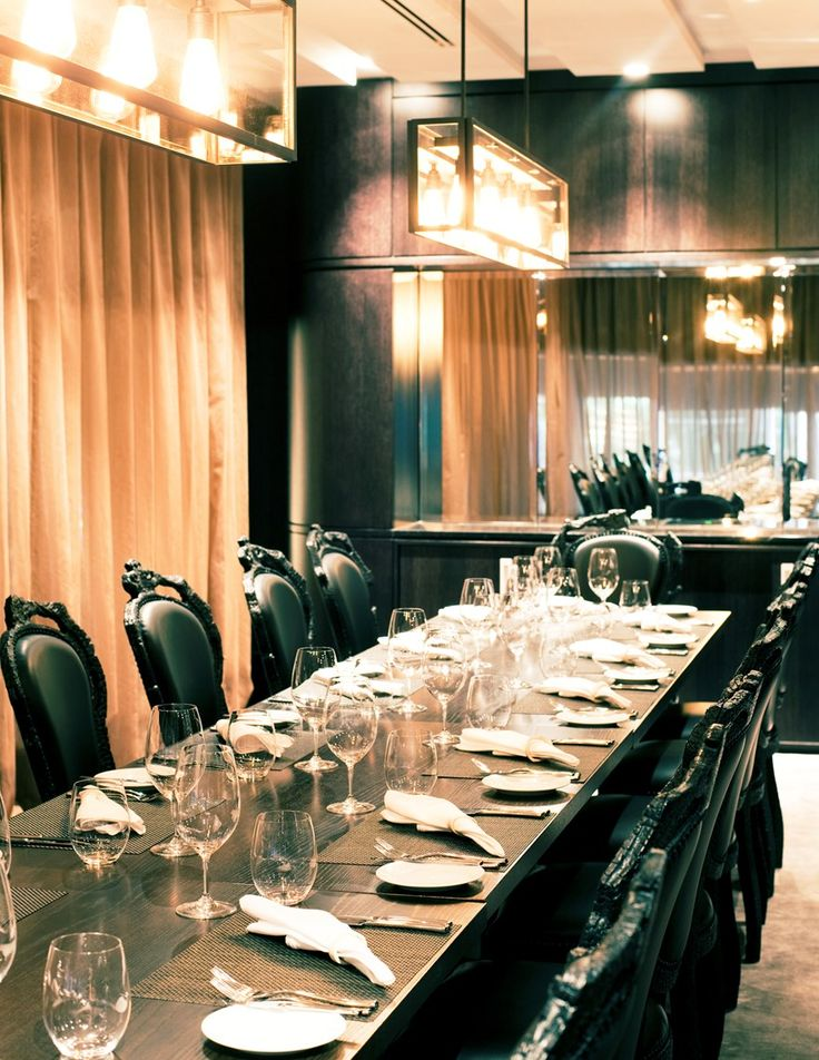 В The Grill Шона Коннелли вас ждут впечатляющая сервировка с ножами для стейков от Питера Лоримера, восхитительно подобранные к основным блюдам вина и ощущение роскоши в каждом нюансе интерьера. | Окленд - путеводитель по лучшим ресторанам 2015 | Ahipara Luxury Travel New Zealand #новаязеландия #северныйостров #окленд #ресторан #туры #гид #отзывы #отдых