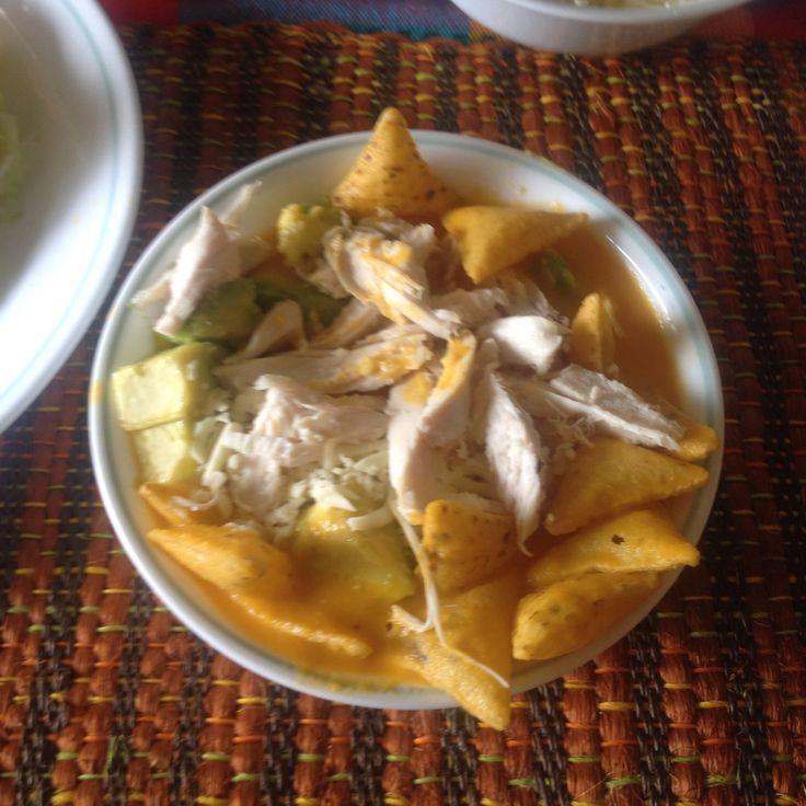 Sopa #mexicana por el picante y las tortillas (tostacos) y colombiana por ser a base de tomate, zanahoria, aguacate, pollo, queso....y todo lo que le quieran poner de más ✌️