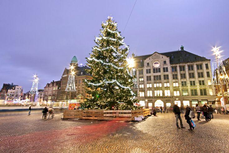 Natale sulla diga di Amsterdam nei Paesi Bassi al tramonto da Nisangha Masselink su tela, carta da parati e altro