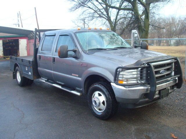 well optioned 2004 Ford F 350 LARIAT pickup