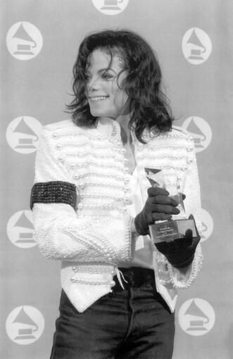 Michael Jackson at the 1933 Grammys   Curiosities and Facts about Michael Jackson ღ by ⊰@carlamartinsmj⊱