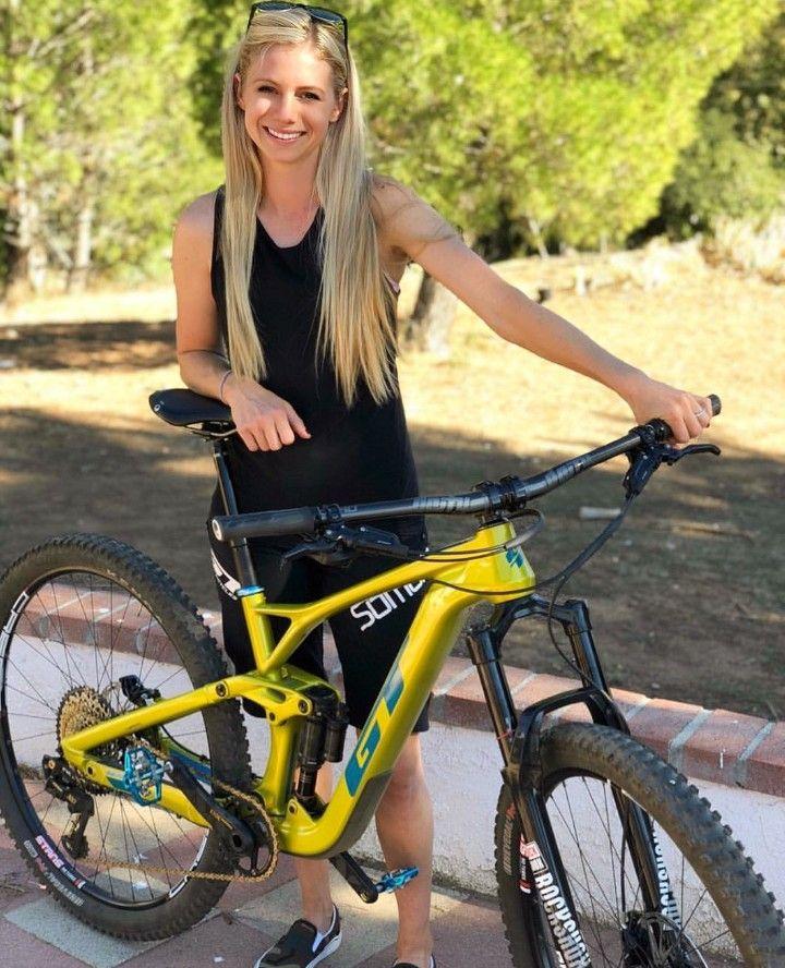 Pin By Manuel Postigo Hinojosa On Chicas Ciclistas In 2020 Bicycle Girl Cycling Girls Bikes Girls
