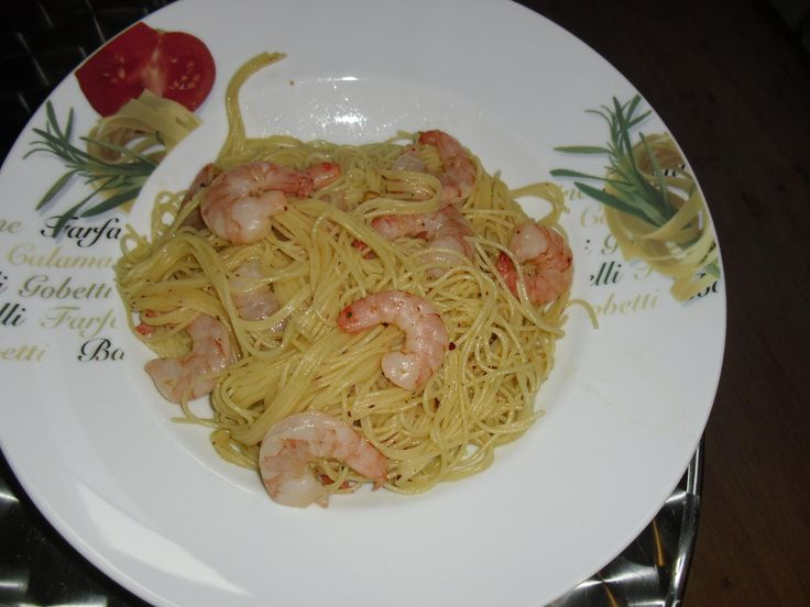 Receita de Espaguete com camarão simples. Enviada por Maria e demora apenas 10 minutos.
