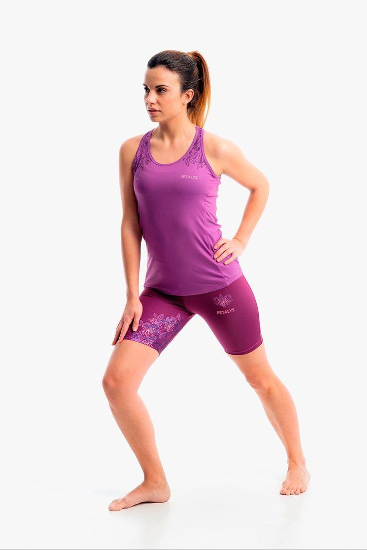 Combinación de #running para mujer formada por camiseta nadadora y malla corta. Si quieres ver el detalle de este pantalón de largo ciclista para #correr, pincha en la imagen.