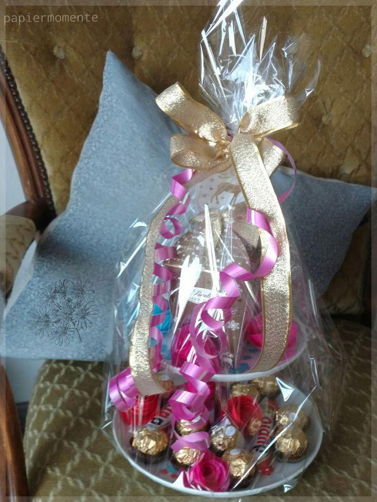 Papierblüten Blumenstrauß      Papierblüten sind zauberhaft schön und ganz einfach zu basteln. Für eine Hochzeitsfeier habe ich diesen ...