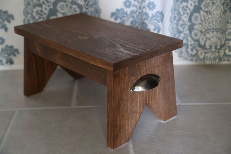 "DIY simple wood step stool. Free plans by ana-white.com  Drill 3/4"" pocket holes on ends of 1x3 boards...."