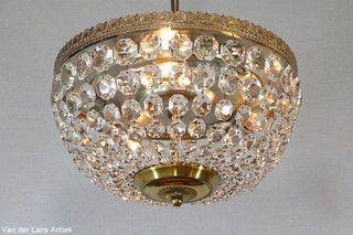 Plafonniere met kristallen 25966 bij Van der Lans Antiek. Meer kristallen lampen op www.lansantiek.com