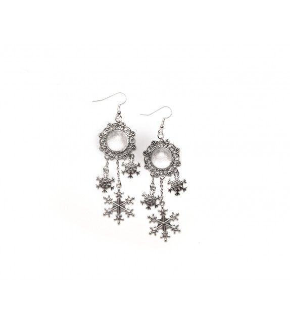 the White earrings. available at www.aconite.at