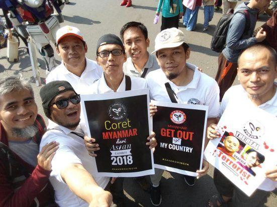 Berita Islam ! Sejumlah Komunitas Muslim Gelar Aksi Peduli Rohingya di CFD Jakarta... Bantu Share ! http://ift.tt/2vUWvid Sejumlah Komunitas Muslim Gelar Aksi Peduli Rohingya di CFD Jakarta  Komite Advokasi untuk Muslim Rohingya Arakan (KAMRA) ikut menjadi bagian dalam aksi solidaritas untuk Muslim Rohingya di sela-sela acara Car Free Day (CFD) Jakarta Pusat Minggu (3/9). Untuk kesekian kalinya kita melihat Muslim Rohingya menghadapi kesusahan yang begitu dalam. Di saat umat Islam Indonesia…