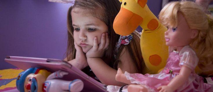 Pensando em dar um tablet para uma criança no Natal? Existem boas opções, voltadas para elas, mas a preocupação de especialistas é com o cuidado que os pais devem ter, monitorando o conteúdo e o tempo de uso. No Globo, por Thiago Jansen.