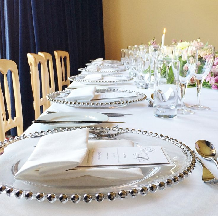 Wedding top table styling with glass charger plates | The Mansion House Bristol | www.theplanninglounge,co.uk