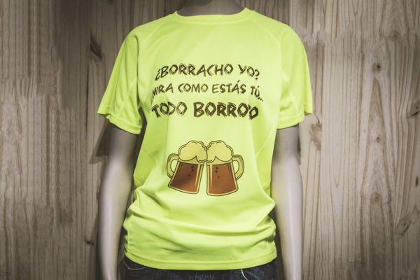 """Os dejamos una camiseta amarilla flúor para esas fantásticas fiestas donde cada grupo de amigos lleva la suya propia con un diseño divertido y llamativo. """"¿Borracho yo? Mira como estás tú… TODO BORROSO"""" www.pard2design.com ParD2 Design"""