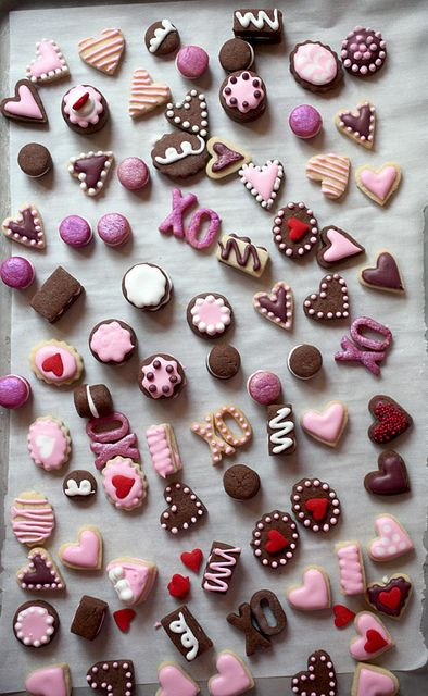 Mini Valentine's Day Cookies via @Bakerella - check out the adorable Cookie Stand she created as well!!