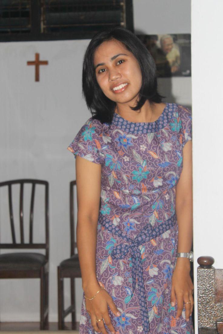 Dian Ambar dengan Batik Keris.  Foto oleh Ibu Dian Ambar Kusuma dari Semarang. Terima kasih atas fotonya!