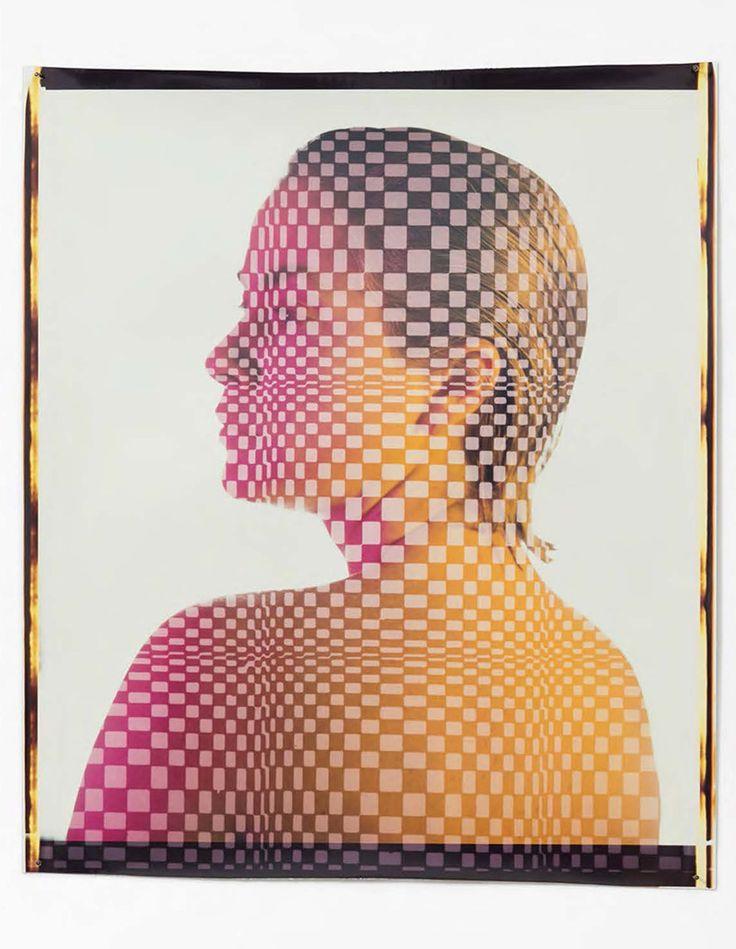 Basée à Los Angeles, la galerie M+B présente Ellen Carey, avec l'exposition Polaroid 20 x 24 Self-Portraits (autoportraits Polaroid 50 x 60 cm). L'artiste fait son début en solo à Los Angeles et c'est la première fois qu'elle est exposée à la galerie. En matière de photographie expérimentale, Ellen Carey (née en 1952) est l'un des photographes les plus éminents des États-Unis. Son travail précurseur avec le Polaroid grand format devance depuis 1983 des thèmes majeurs de la photographie…