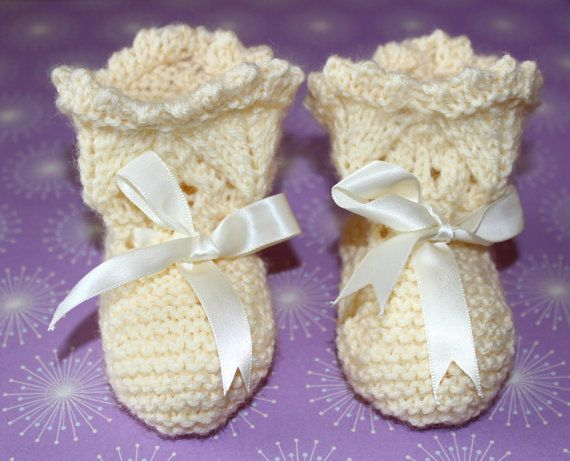 Ivory Booties Cream Baby Booties Traditional by Pinknitting