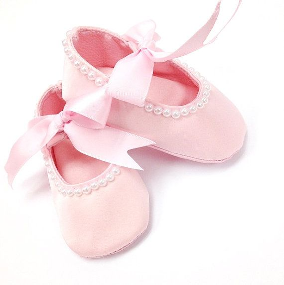Pink Baby Girl Shoes, Newborn Baby shoes, Pearl Baby Shoes, Ribbon Baby shoes, Baby Girl, Birthdays, Photo Prop, crib shoes
