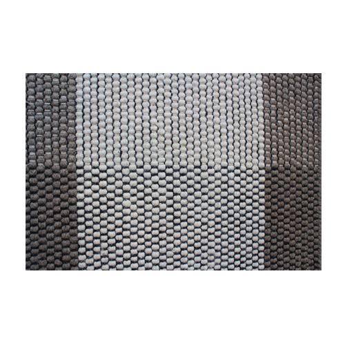 Wij raden aan om onder het Kaksi vloerkleed een anti-slip matje te leggen om wegglijden te voorkomen. Ook wordt hierdoor de vloer onder het kleed beschermd. Het kleed kan gereinigd worden met een stofzuiger zonder uitstekende punten, of breng deze naar een professionele stomerij. Kaksi is gemaakt van 90% wol en 10% katoen.  Afmetingen: l 170 cm x b 240 cm.