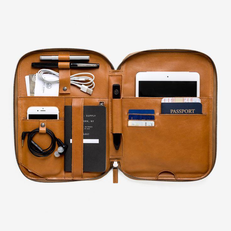 Un style bien rangé Lancée il y a 3 ans, cette ligne de maroquineriepour lesnomades numériques et nommée Mod Tablet offre une multitude de choix et d'agencement pour les accessoires…