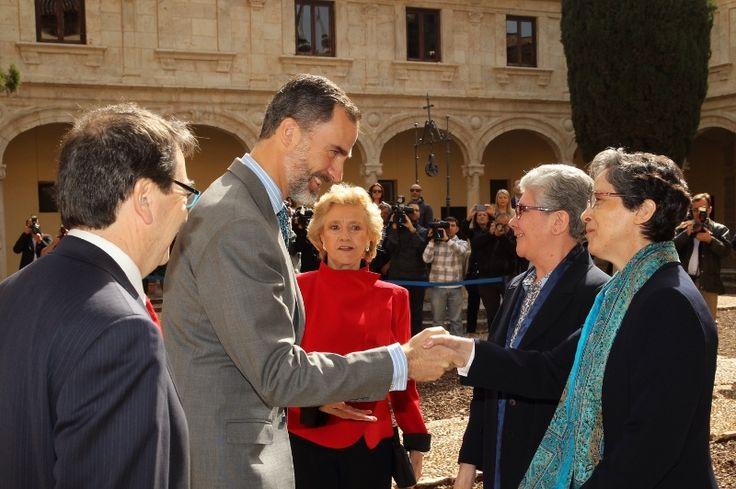 Su Majestad el Rey recibe el saludo de las superioras general y provincial de las Adoratrices Universidad de Alcalá. Alcalá de Henares (Madrid), 13.04.2015