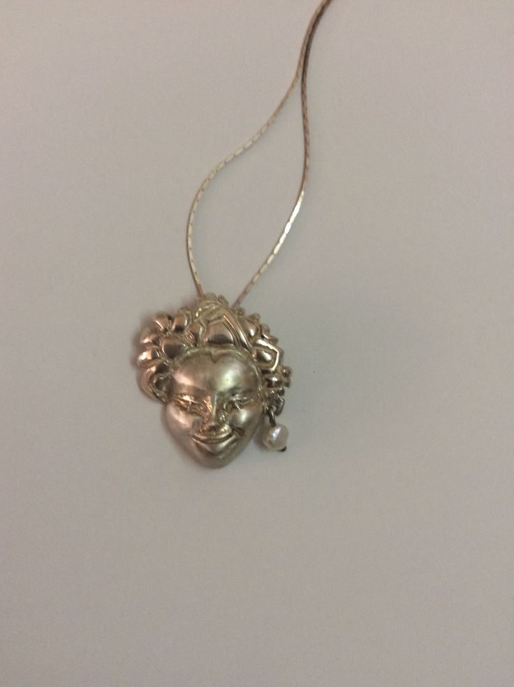 The idol of smile neckpiece, silver with pearl