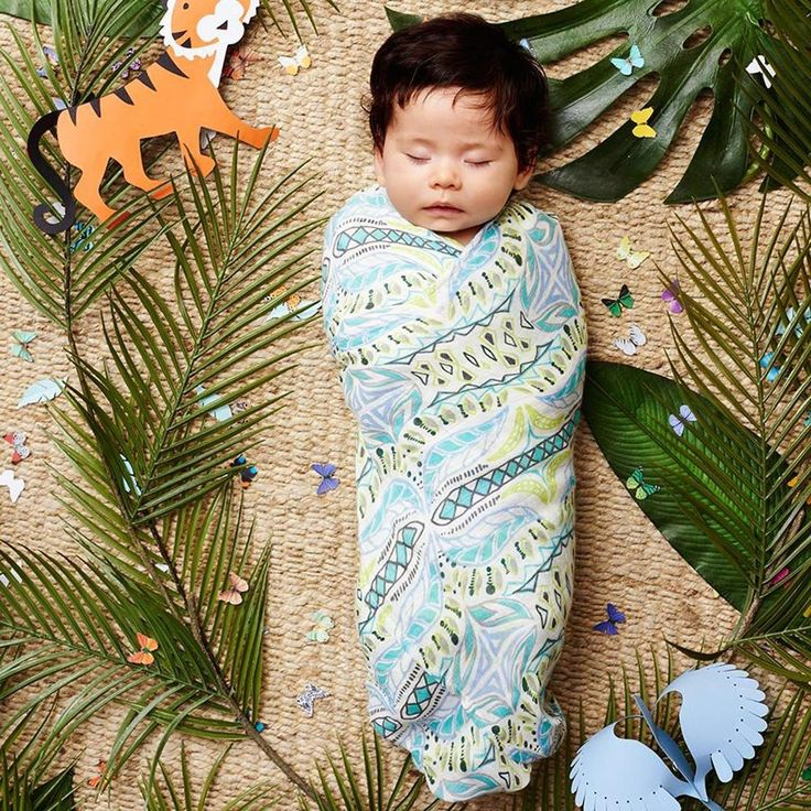 One 120 x 120 cm pre-washed 100% rayon made from bamboo muslin swaddle. Our extra large muslin swaddles are as versatile as they are beautiful. By Aden + Anais