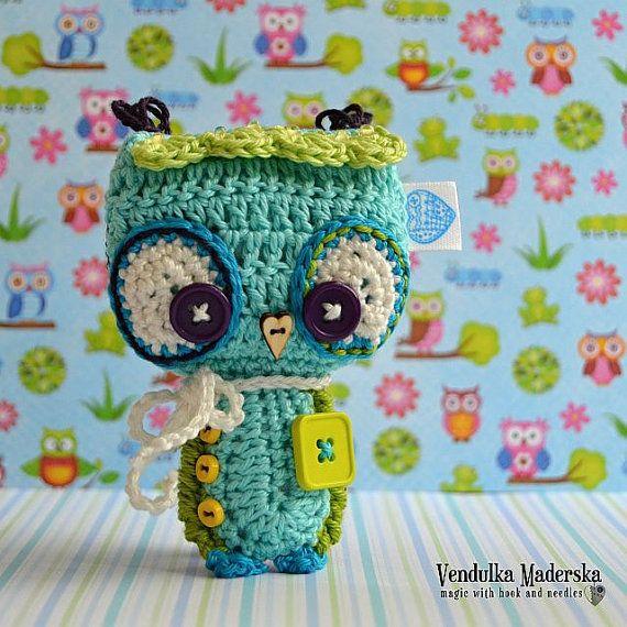 Crochet owl ornament / pendant / hanger pattern por VendulkaM